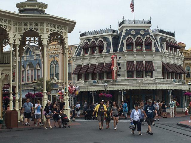 How Disney Fans Keep Up