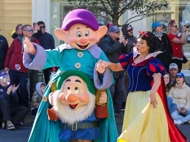 Disney & Grimm: Snow White and the Seven Dwarfs